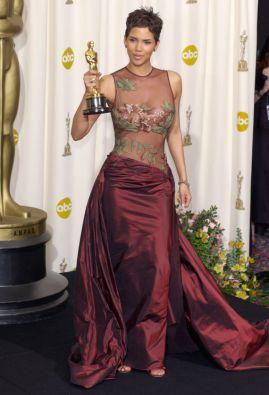 11-oscar-winner-s-dresses-from-past_13601344939