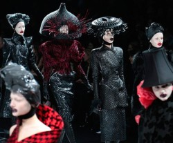 alexander-mcqueen2fall2009rtw-copy